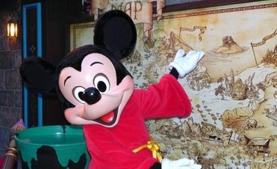 """HOY / Disney reduce """"drásticamente"""" su publicidad en Facebook, según el WSJ"""