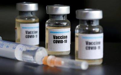 """Posible vacuna de la Universidad de Oxford contra el coronavirus genera anticuerpos y es """"segura"""""""