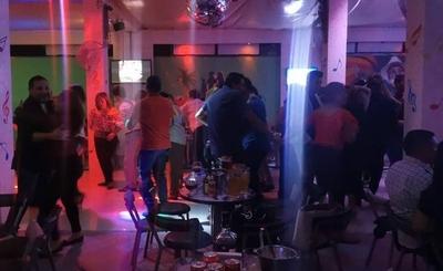 "HOY / Amenazan cerrar bares de Nueva York tras un fin de semana de ""descontrol"""