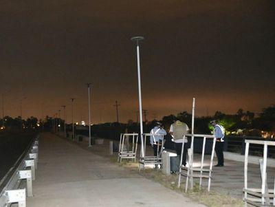 Plantean instalar paneles solares para iluminar la Costanera ante robo de cables