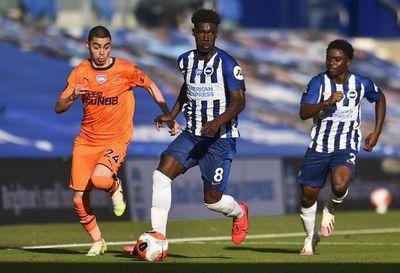 Newcastle, con Almirón, empató sin goles