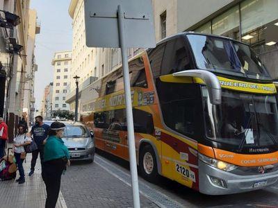 65 paraguayos varados en Argentina llegarán al país este martes