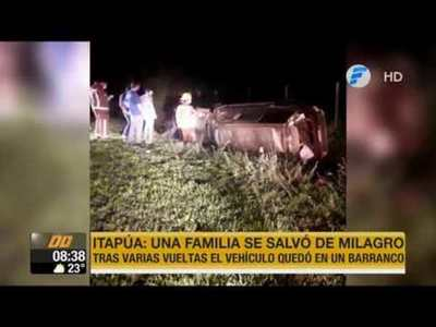 Familia se salva de milagro tras terrible accidente rutero