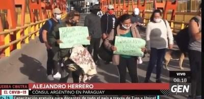 Poca diplomacia del cónsul argentino ante desesperada situación de ciudadanos que quieren volver al vecino país