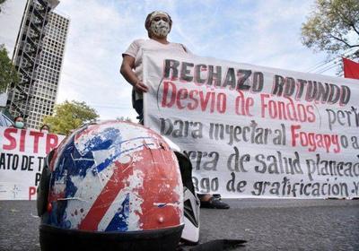 Personales de blanco realizan manifestación frente al Ministerio de Salud – Prensa 5