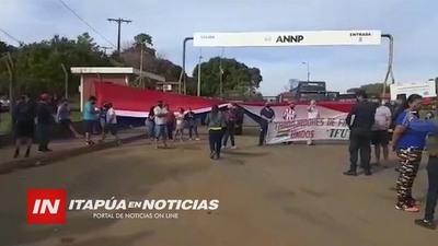TRABAJADORES DE FRONTERA CERRARON ACCESO DE CAMIONES A LA ANNP