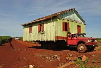 Cuando tenés que irte con la casa y todo, en Alto Paraná ofrecen el servicio