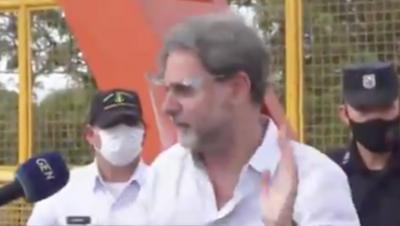 """HOY / Cónsul argentino sale al paso y desmiente haber dicho """"váyanse a la mierda"""" a sus compatriotas"""