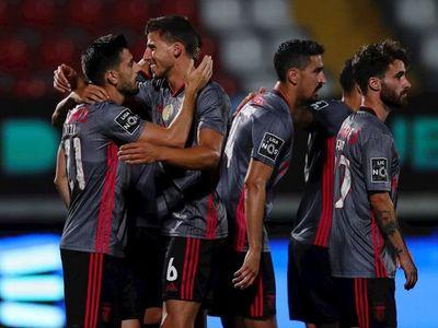 El Benfica gana al colista y el Sporting no pasa del empate