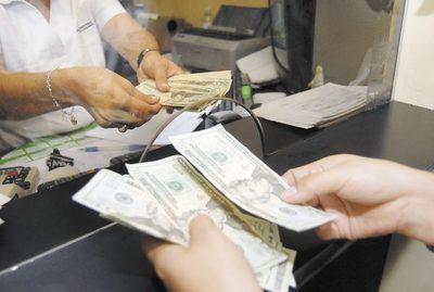 Remesas desde la Argentina cayeron hasta un 65%