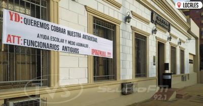 Funcionarios exigen pago por antigüedad al Intendente Municipal de Encarnación