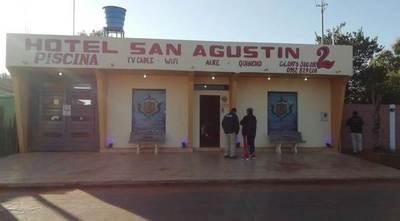 Allanan hotel, en busca de drogas y detienen a dos adictos