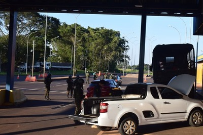 Militares del Brasil refuerzan controles en la frontera