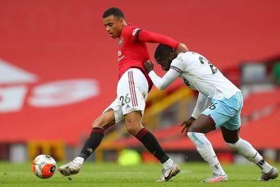 Manchester United empata pero entra en zona Champions