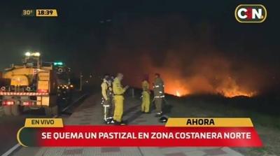 HOY / Reportan quema de pastizal de grandes proporciones en la Costanera Norte