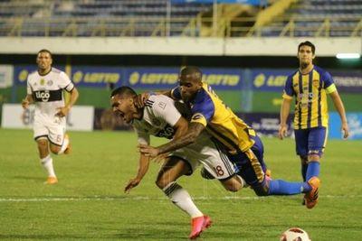 Con mucho empuje y poco fútbol, Olimpia consiguió un agónico empate ante Luqueño