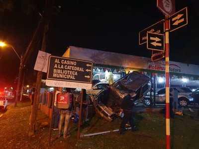 Vehículo en ALTA VELOCIDAD volcó y chófer quedo herido