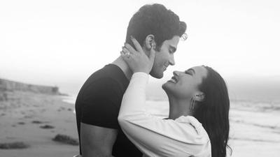 HOY / Demi Lovato y el actor Max Ehrich anuncian su compromiso