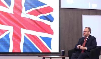 "HOY / Diputados condecorará al embajador británico: ""Me siento honrado"""