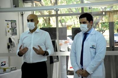 Ministro de Salud visitó Laboratorio de Bioseguridad del Senacsa