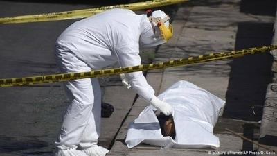 HOY / Crisis en Bolivia ante muertes por COVID-19: recogen más de 400 cadáveres de las calles