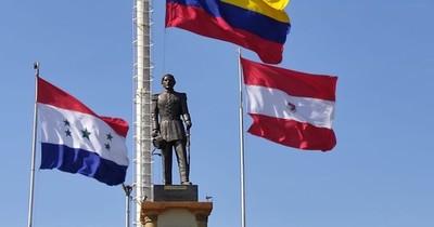 Bandera de Colombia ondea en rotonda de Coronel Oviedo