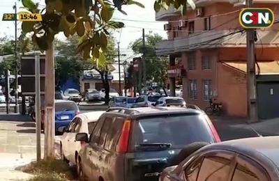 Incendio afecta centro comercial de la avenida Félix Bogado