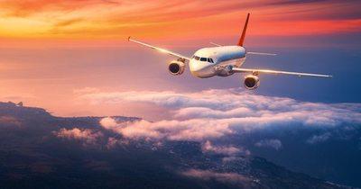 """Autoridades estudian reapertura de aeropuertos con """"vuelos burbuja"""""""