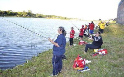 Habilitan la pesca deportiva como práctica, no aún para competencias