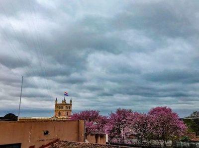 Clima fresco y con leves lluvias para este viernes