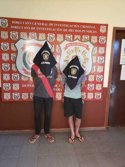 Atrapan a dos presuntos asaltantes acusados de violento asalto a bodega