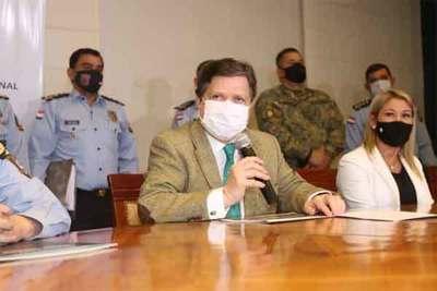 Ministro Acevedo felicita a policías por rescate