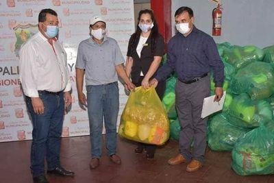 Pescaderos de Ayolas reciben kits de víveres a través de la EBY