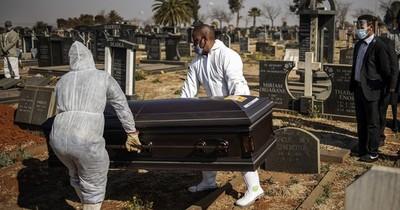 El coronavirus modifica los ritos funerarios en Sudáfrica