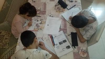 """Clases virtuales en plena crisis: Madre de la Chacarita relata """"estrategia"""" con cuatro hijos y un celular"""