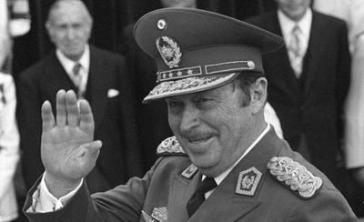 """HOY / Pedofilia y múltiples hijos no reconocidos: reflotan """"prontuario"""" de Stroessner tras pedido de exhumación"""