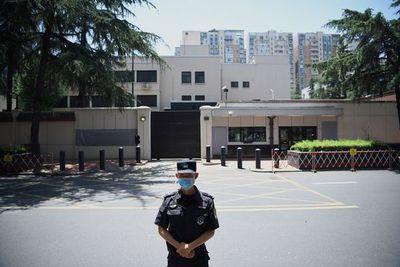 China entra en consulado de EE.UU. en Chengdu tras salida de estadounidenses