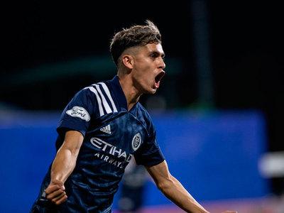 Jesús Medina anota un gol y clasifica a su equipo a los cuartos de final