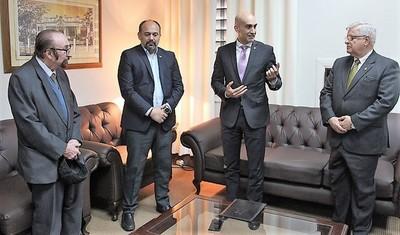 """Pasando por alto los escándalos, Salud quiere ahora suprimir direcciones """"irrelevantes"""""""
