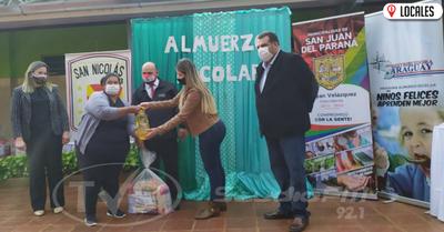 """En reemplazo del """"Almuerzo Escolar"""" entregan víveres en San Juan del Paraná"""