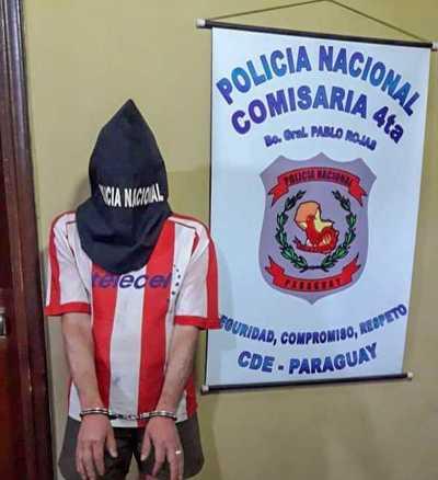 Hombre BORRACHO quiso agredir a su ESPOSA y fue REDUCIDO por sus HIJOS