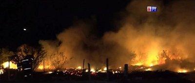 Incendio en basural puso en riesgo viviendas en Asunción