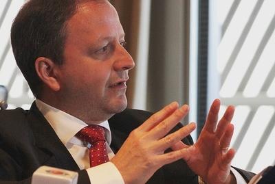 Expresidente del BCP considera que no es conveniente seguir con el endeudamiento
