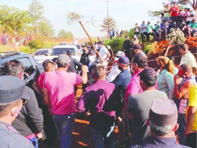Vecinos montan hasta guardia para custodiar plata yvyguy
