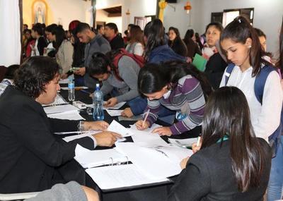 Yacyretá iniciará pago por 612 becas universitarias en Ñeembucú