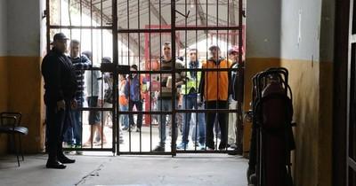 Condenan a internos de Tacumbú que extorsionaban desde la cárcel