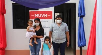 Casi 100 familias del Dpto. de Caaguazú recibieron llave en mano de sus viviendas