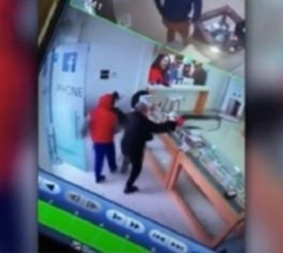 Violento asalto a local de ventas de celulares