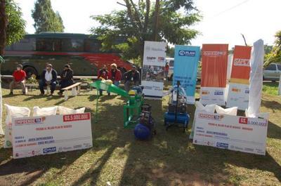 Entregan kits de herramientas y capital semilla a emprendedores de Caaguazú