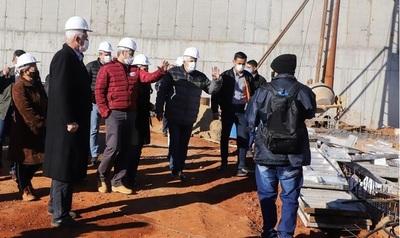 Presidente verifica avances de obras en Cárcel de Emboscada